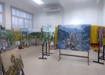 As telas trazem paisagens, animais e objetos  Fotos: Vitor Gabriel da Silva
