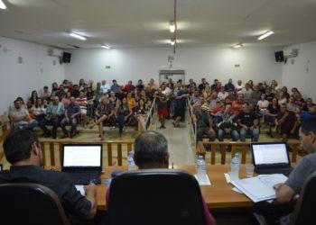 Público se fez presente para acompanhar a sessão extraordinária na Câmara de Vereadores de Parobé Foto: Eduarda Rocha