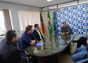 Luciano Orsi e empresários pedem apoio da Famurs na flexibilização do Decreto Estadual Foto: Pâmela Ritter