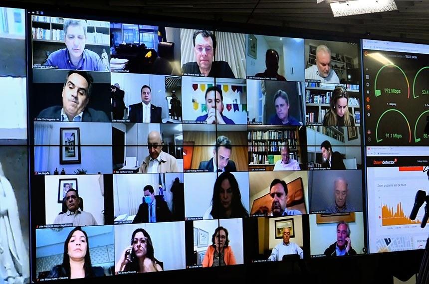 Senadores votaram a PEC 18/2020 em dois turnos durante sessão remota nesta terça Foto: Waldemir Barreto/Agência Senado
