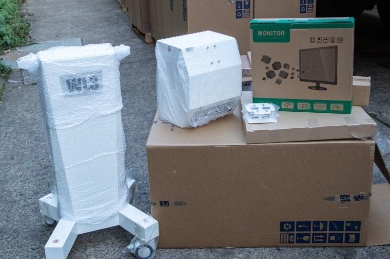Os equipamentos encaminhados ao Estado são do modelo beira-leito, usados em UTIs - Foto: Gustavo Mansur / Palácio Piratini