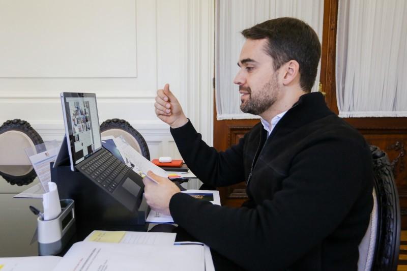 Governador Eduardo Leite fez o anúncio da destinação dos recursos através de uma live Foto: Felipe Valle/Palácio Piratini