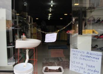 Restrição logo na entrada dos estabelecimentos tem espantado clientes. Fotos: Matheus de Oliveira