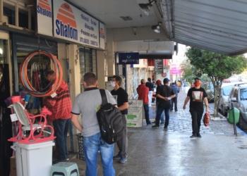 Apesar do movimento nas ruas, comerciantes relatam queda nas compras. Foto: Matheus de Oliveira