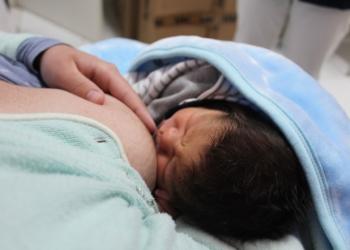 Aleitamento é considerado indispensável para o vínculo mãe-bebe Foto: Lilian Moraes