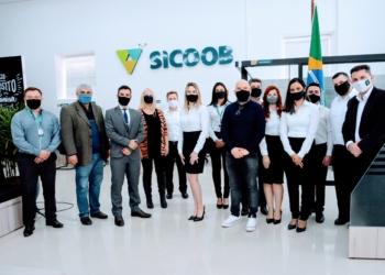Equipe do SICOOB Taquara com representantes da municipalidade Foto: Magda Rabie/PMT