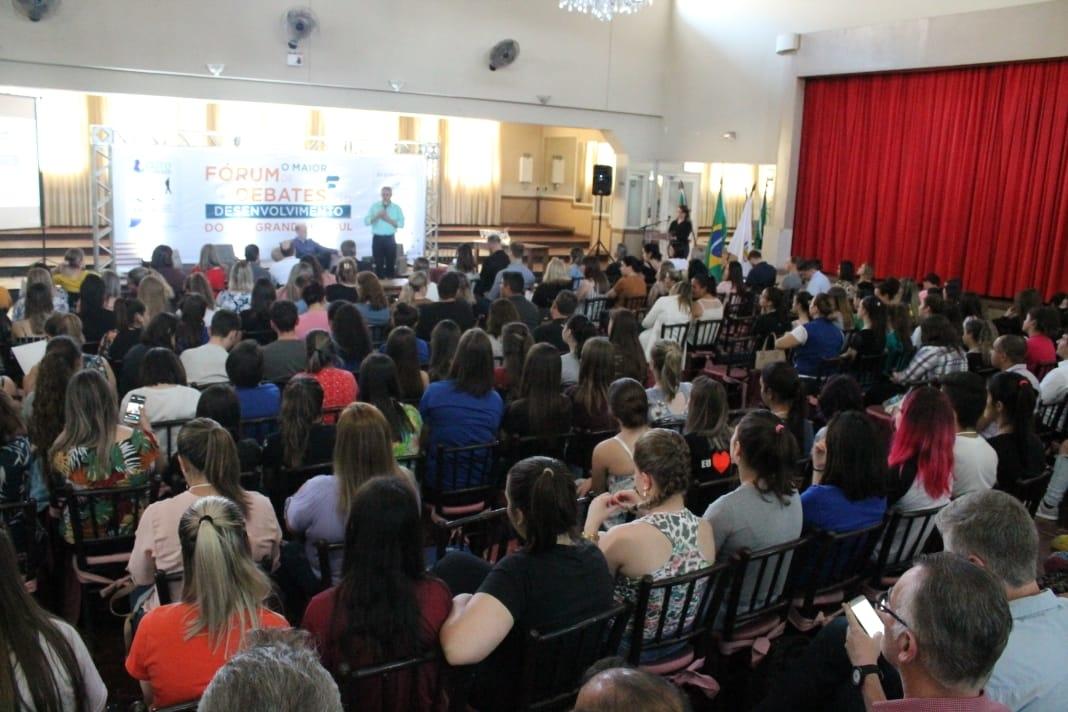 Participantes no Fórum de Debates em 2019. Foto: Divulgação