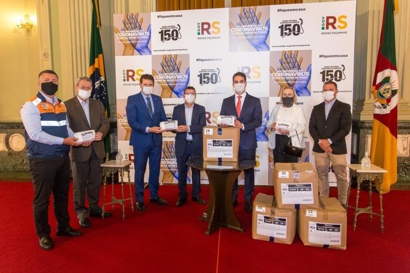 Equipamentos serão distribuídos entre profissionais de saúde e da segurança em municípios e hospitais - Foto: Gustavo Mansur/Palácio Piratini