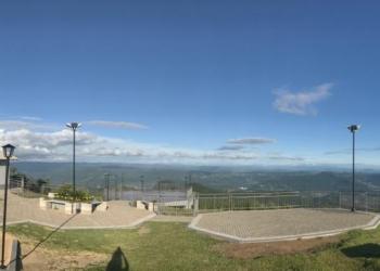 Morro Alto da Pedra está recebendo visitantes há duas semanas, com protocolos de  distanciamento Fotos: Lilian Moraes