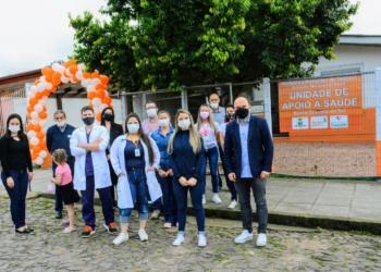 Equipe de Saúde, representantes do Executivo e da comunidade prestigiaram a abertura da UBS Foto: Magda Rabie