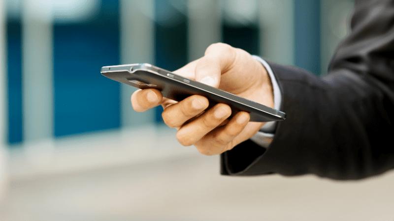 Possibilidade de receber alertas e de avaliar serviços são atrativos para quem cadastra e-mail e celular - Foto: Foto: Divulgação