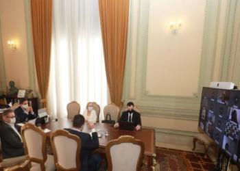 Governador Leite e integrantes do governo em reunião por videoconferência com prefeitos e diretoria da Famurs - Foto: Itamar Aguiar/Palácio Piratini