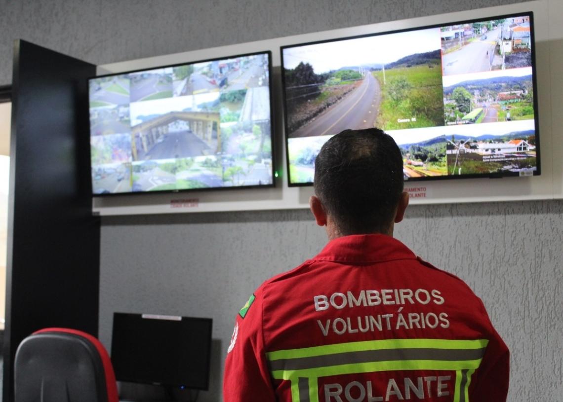 Central de monitoramento na sede do Corpo de Bombeiros Voluntários de Rolante. Foto: Lilian Moraes