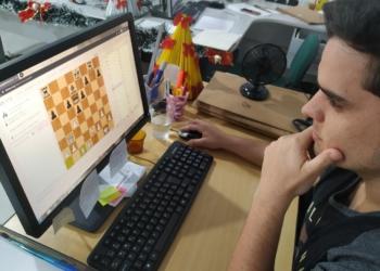 Denian participando da competição virtual | Foto: Arquivo pessoal/Divulgação