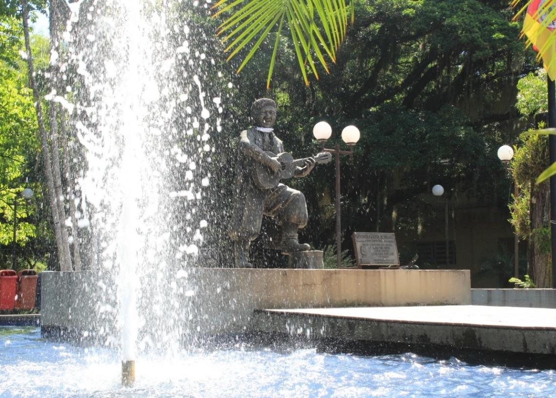 Praça é considerada um dos cartões postais do município  Foto: Matheus de Oliveira