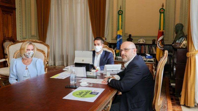 Leite e o secretário Lorenzoni anunciaram a conquista do selo concedido pelo Conselho Mundial de Viagens e Turismo - Foto: Felipe Dalla Valle