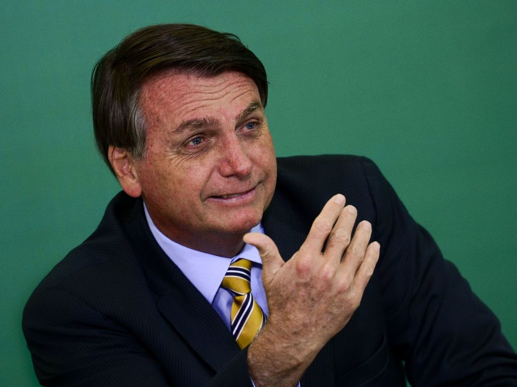 O presidente Jair Bolsonaro participa de solenidade alusiva aos 54 anos da Embratur e do lançamento do selo comemorativo Embratur 54 anos,  no Palácio do Planalto.