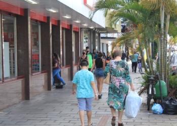 Movimento no Centro de Taquara já lembra o período anterir à pandemia. Com mais pessoas na rua, aumentam as vendas Foto: Matheus de Oliveira