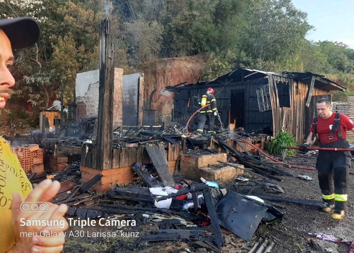 Chamas destruíram toda a residência no mês de novembro no bairro Industrial  Foto: Divulgação