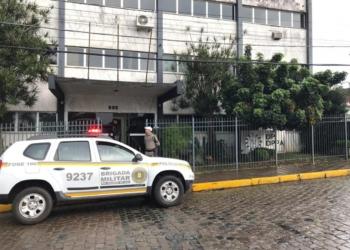 Execução de Cassiano (foto menor) está sendo investigada pela delegacia de polícia de Taquara Foto: Arquivo/JR