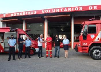 Entrega oficial das chaves da auto ar e do caminhão Foto: Lilian Moraes