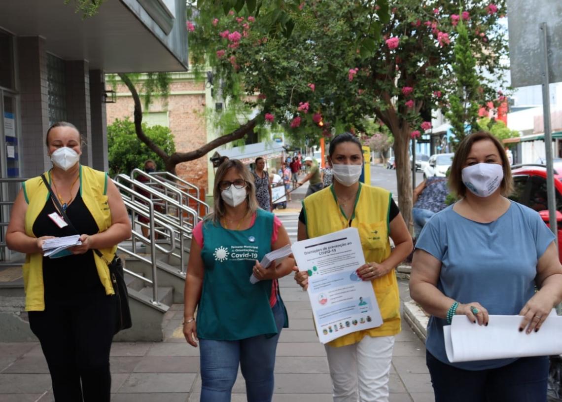 Secretária de saúde, Ana Maria Rodrigues, participou da ação Foto: Cris Vargas