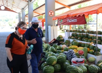Sirlei e Brito visitaram a feira nesta sexta-feira Foto: Cris Vargas/Prefeitura de Taquara