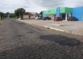 Reparo feito terça-feira (12) na rua Artur Heneman, no bairro Integração. Foto: Matheus de Oliveira