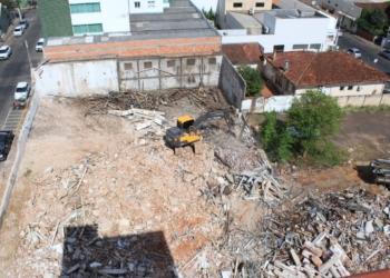 Antiga estrutura foi demolida e construção do novo prédio é aguardada  Foto: Matheus de Oliveira