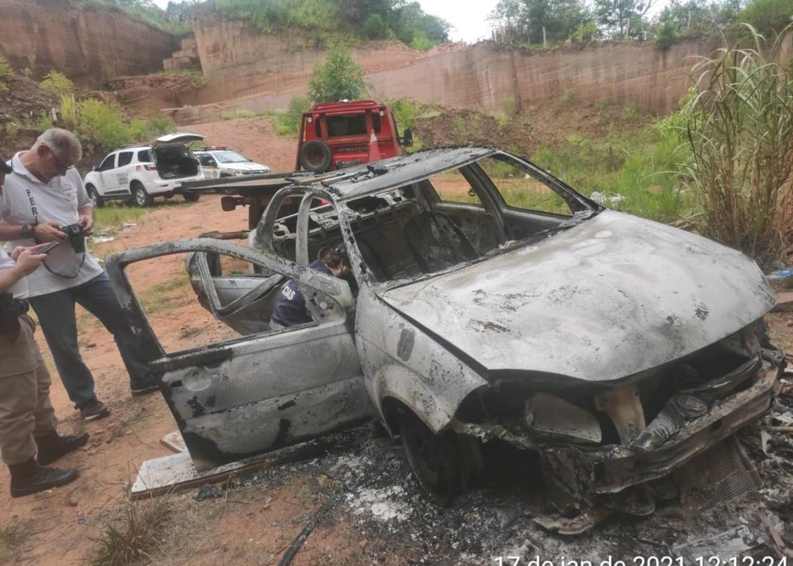 Vítima estava no porta-malas do próprio veículo