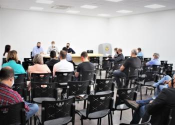 Reunião entre prefeitos na manhã de terça-feira (23). Foto: Divulgação