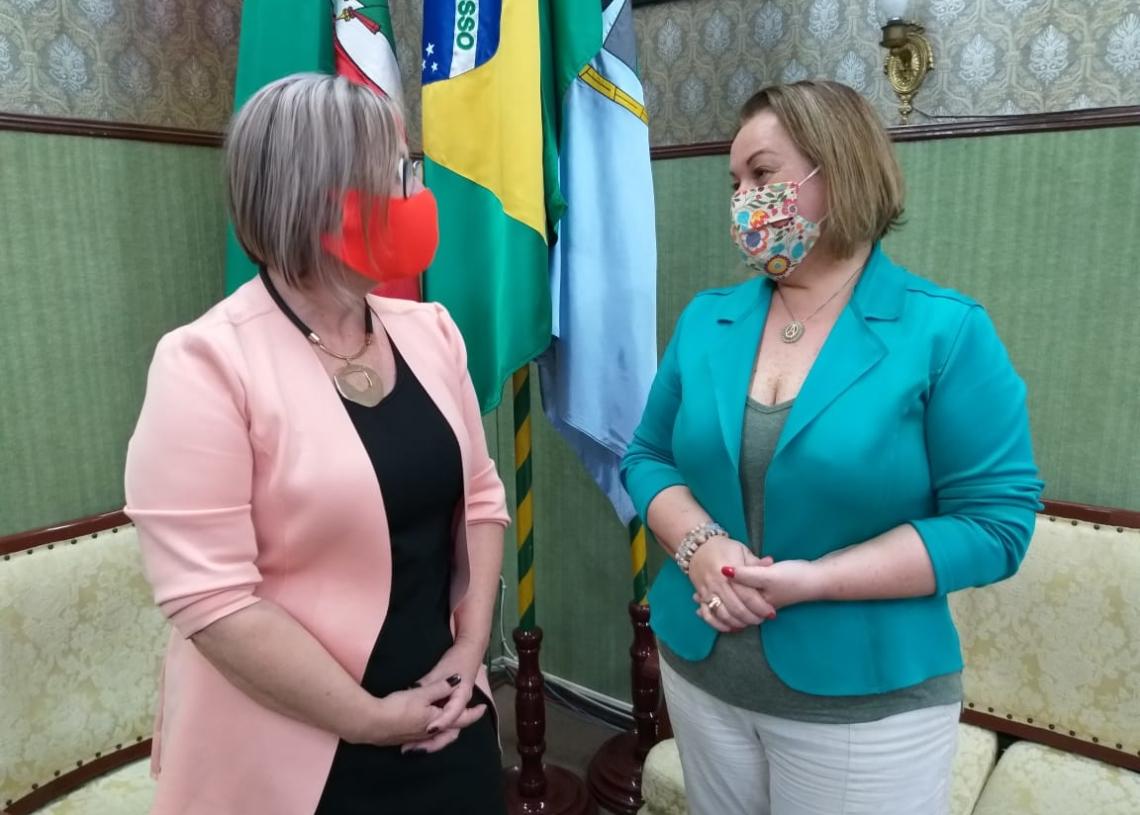 Prefeita Sirlei e secretária Ana realizaram live no início da noite de ontem. Foto: Cris Vargas/Prefeitura de Taquara