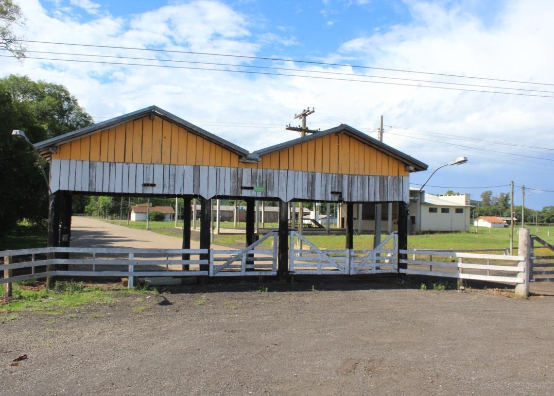 Novo pavilhão será construído no parque onde acontece o Rolantchê, às margens da RS-239 Foto:  Matheus de Oliveira