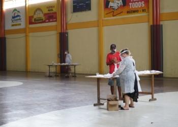 Durante a semana foram entregues as atividades impressas referente à primeira semana de aula. Foto: Divulgação