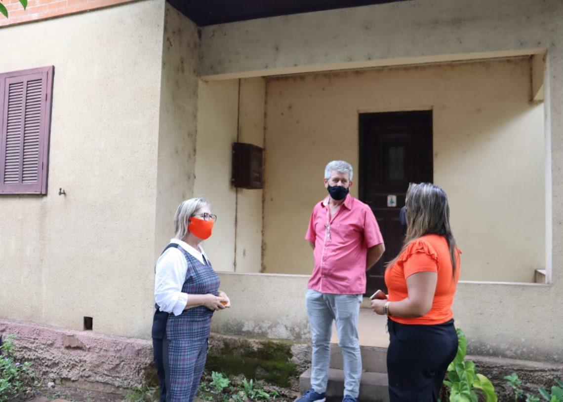 Recentemente, a prefeita, o vereador e a secretária Carla visitaram o imóvel. Foto: Cris Vargas / Prefeitura de Taquara