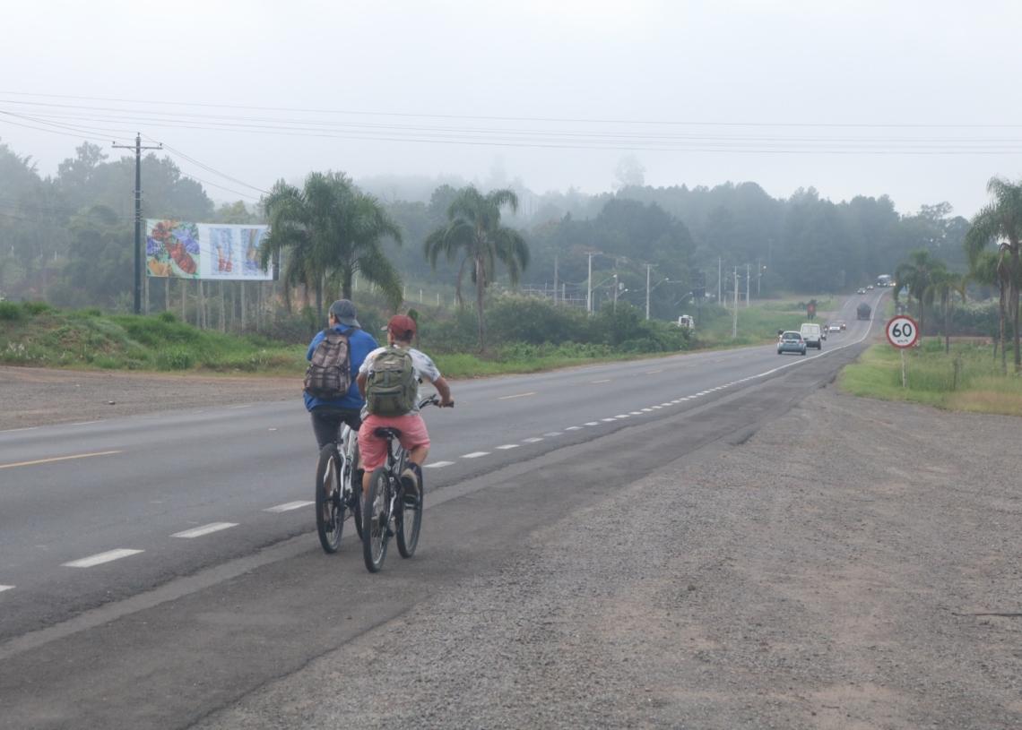 Rodovia tem intenso fluxo de ciclistas em horários de pico Fotos: Matheus de Oliveira