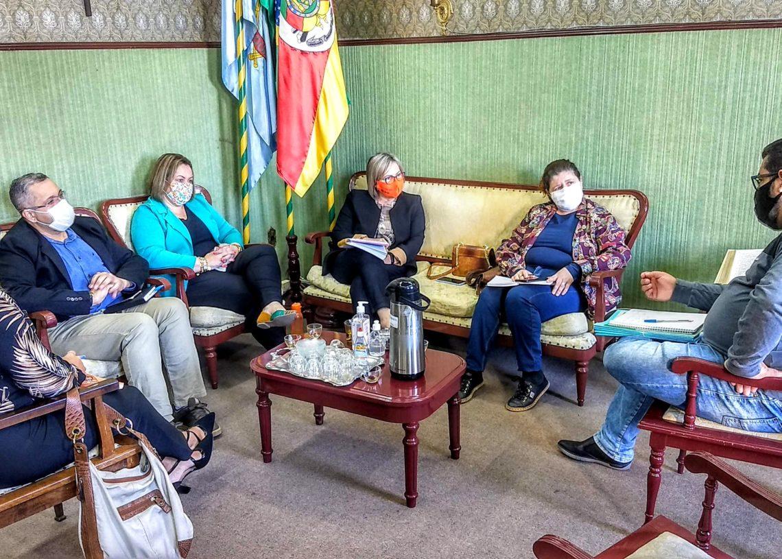 Apresentação do programa ocorreu no gabinete da prefeita. Foto: Magda Rabie