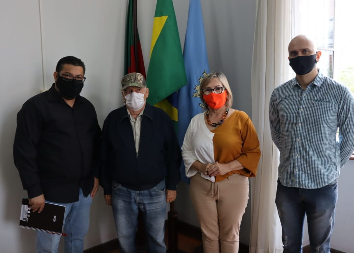 Da esquerda para a direita, Maurício, Nelson, Sirlei e Rafael durante a apresentação. Foto: Cris Vargas