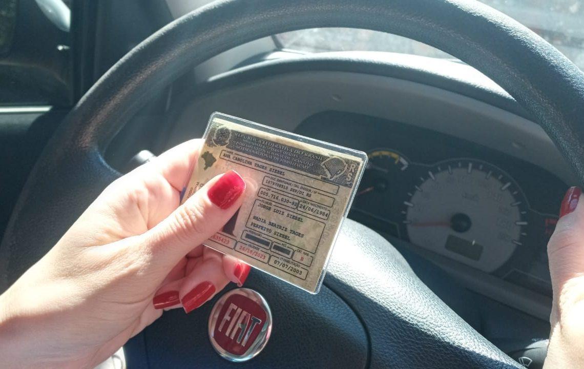 Para condutores com menos de 50 anos, CNH precisa ser renovada há cada 10 anos (Foto: Melissa Costa)