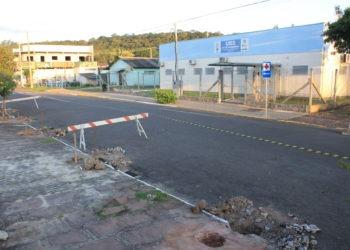 Obra acontece em frente à unidade de saúde do bairro. Foto: Matheus de Oliveira