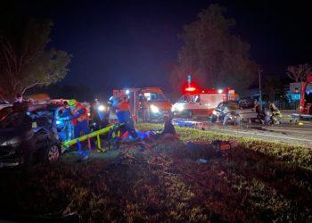 Equipes atuam no resgate das vítimas (Foto: Felipe Laux)