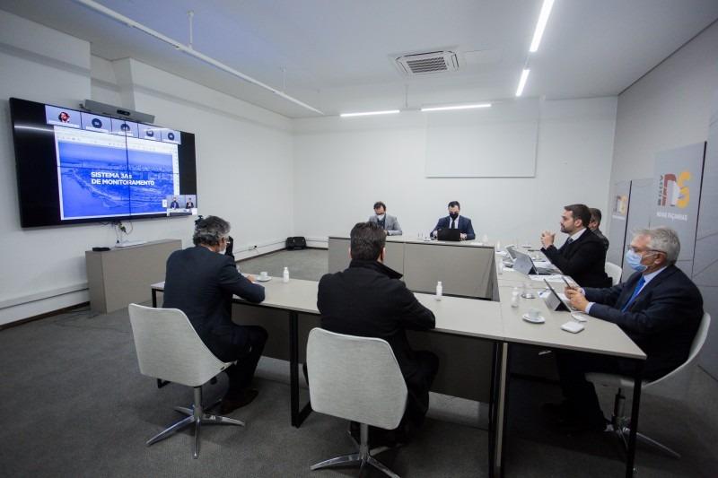 Governador anunciou novo sistema de monitoramento da pandemia em reunião presencial com participações por videoconferência - Foto: Felipe Dalla Valle/Palácio Piratini