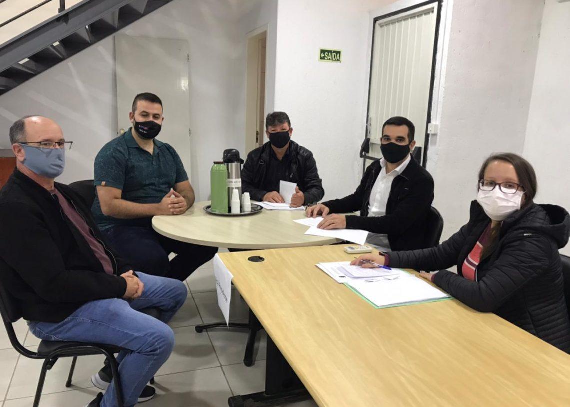 Integrantes da comissão vão fazer visitas em outros municípios para verificar o que pode ser implementado em Parobé Foto: Eduarda Rocha/Assessoria de Comunicação