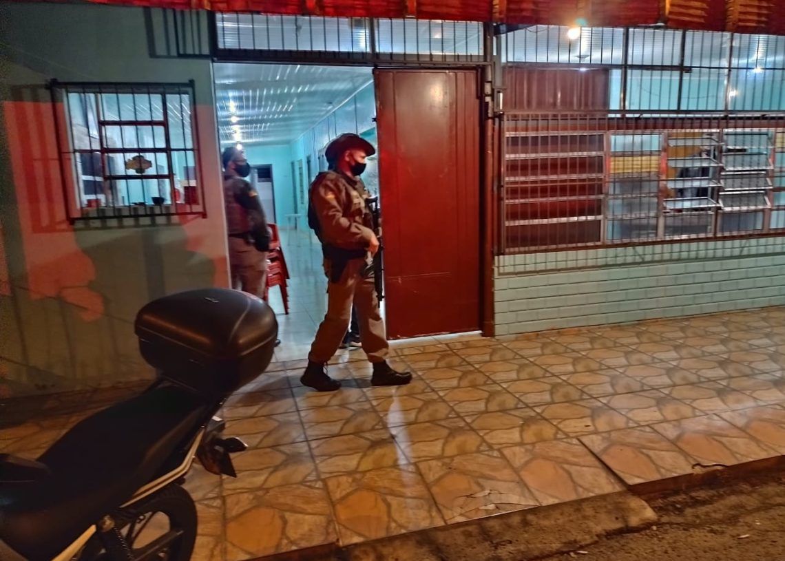 Bares foram autuados na Operação Bandeira Preta em Taquara. Créditos: Divulgação