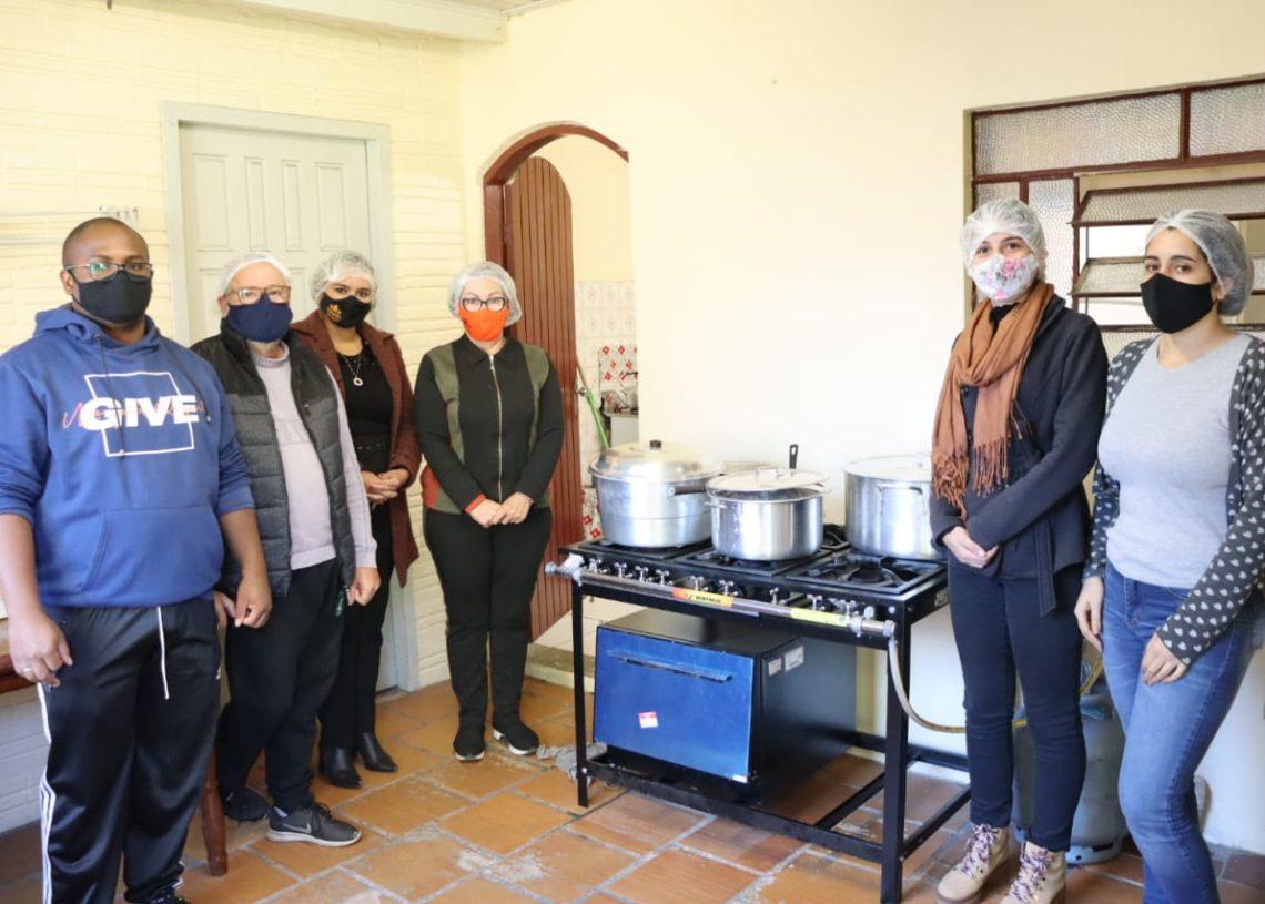 No sábado, foram produzidas marmitas e no domingo foi feita a limpeza do albergue. Foto: Divulgação