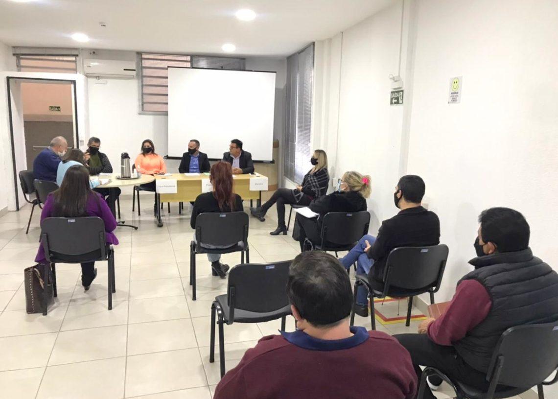 Secretária de saúde e representantes dos órgãos de atendimentos psicossociais apresentaram levantamentos aos vereadores na Câmara de Parobé Foto: Eduarda Rocha/Assessoria de Comunicação