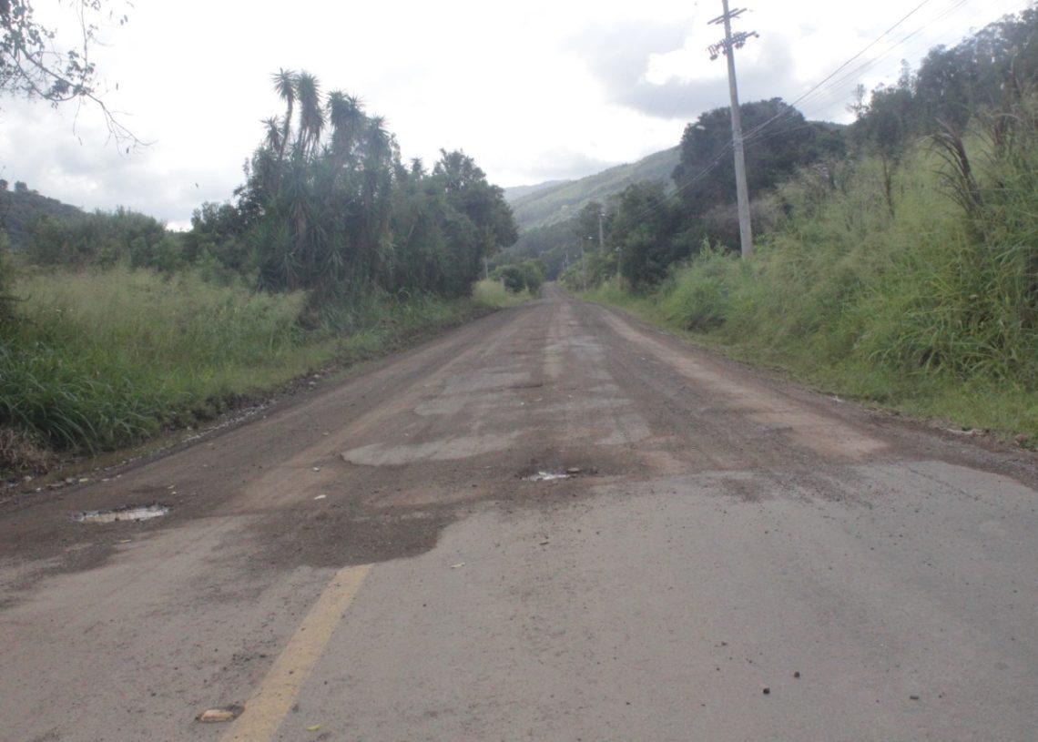 São cerca de 35 quilômetros de chão batido entre Riozinho e Maquiné. Foto: Melissa Costa