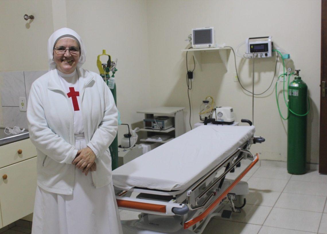 Irmã Neiva é a diretora do Hospital Nossa Senhora do Rosário  (Foto: Melissa Costa)