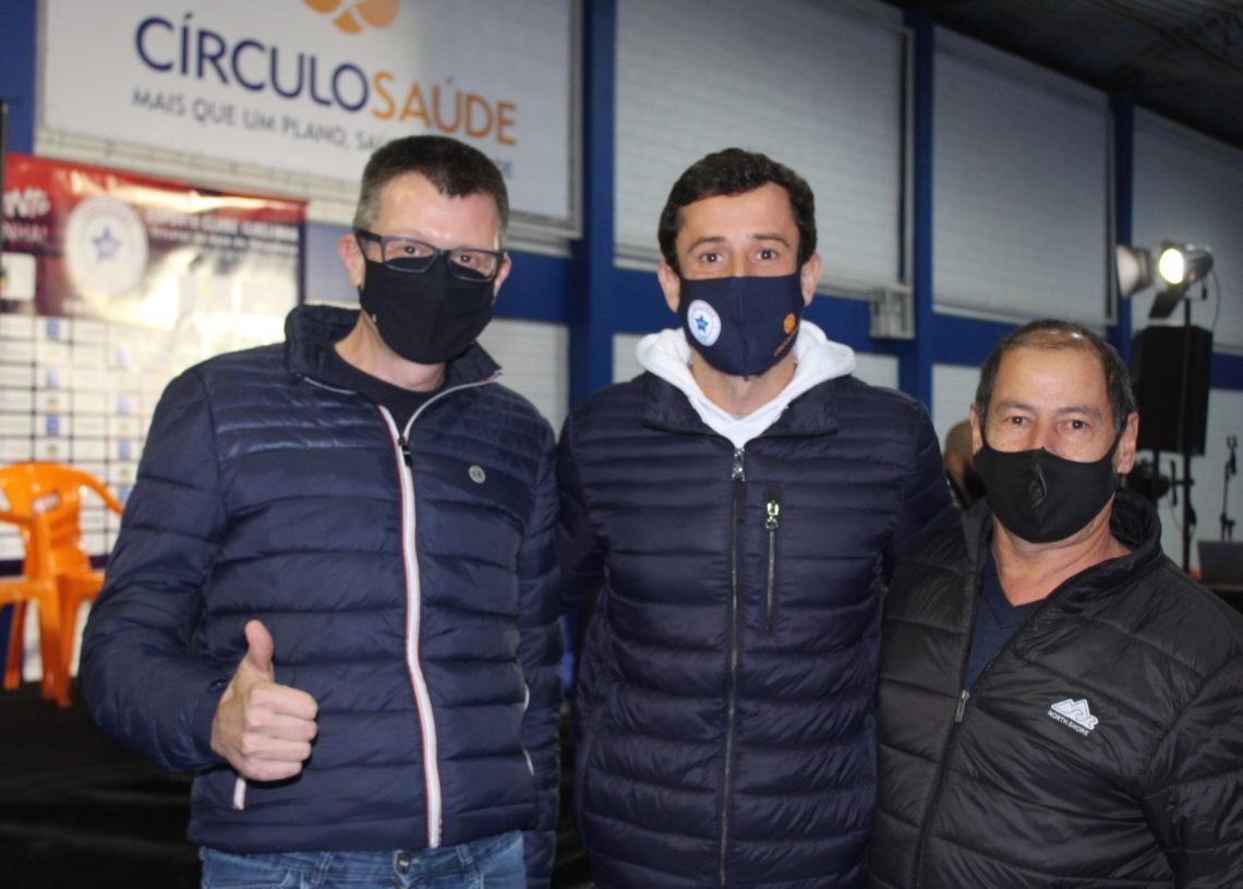 Prefeito Leandro Horlle, Duda Garbi e o vice-prefeito Joãozinho Lopes Foto: Lilian Moraes