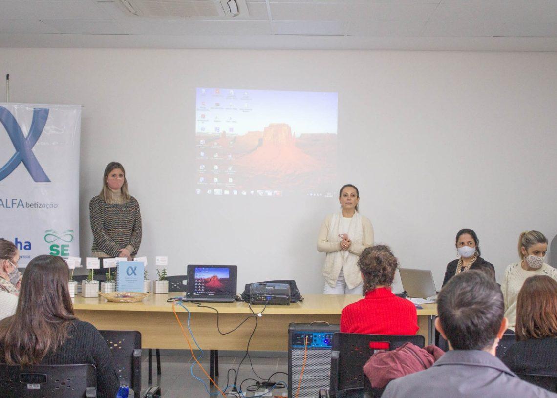 Apresentação do projeto realizada pela secretária Foto: SME/Divulgação